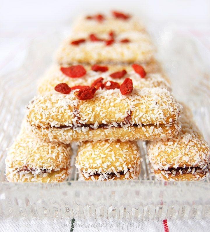 Ricetta Pavesini golosi con crema di nocciole, farina di cocco e bacche di goji