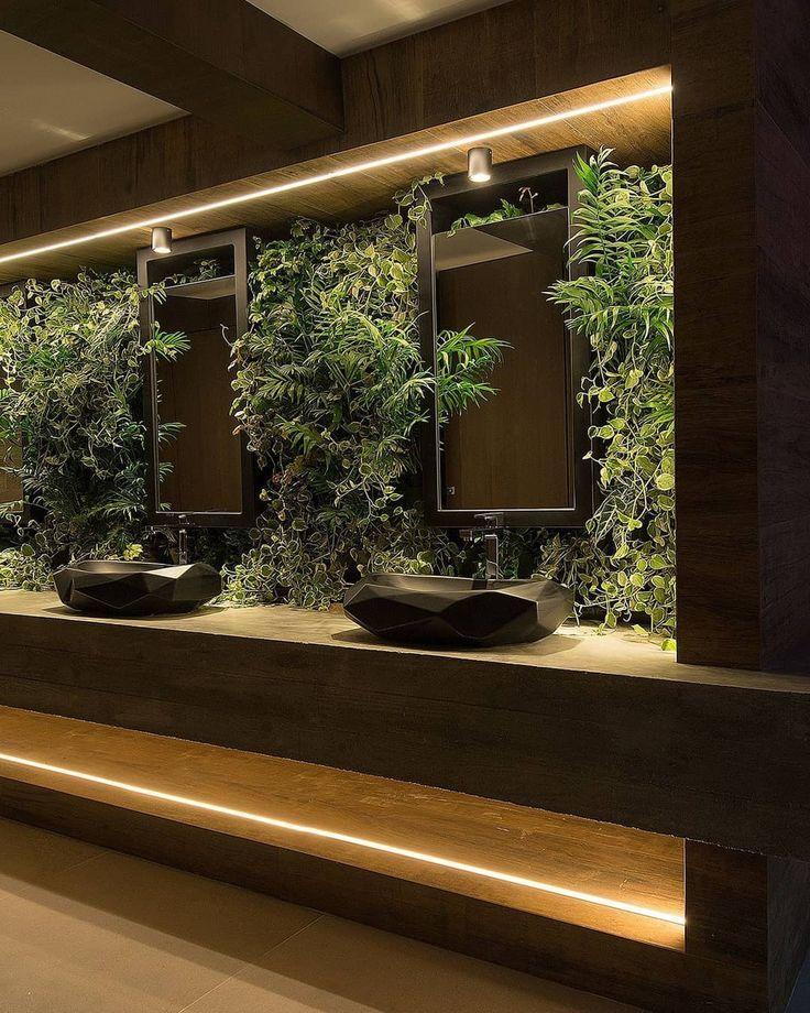 Ich fand es wunderbar, wie die Pflanzen zwischen den Spiegeln angeordnet waren! Eine Show, richtig? 🌿😍 (Projekt von Jeferson Branco für Casa Cor … – Vanessa Trivino