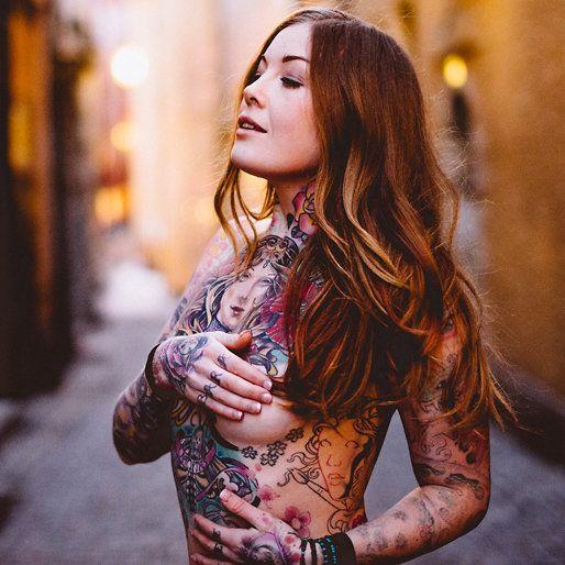 Ebba Cronstedt är en av Sveriges mest tatuerade kvinnor.