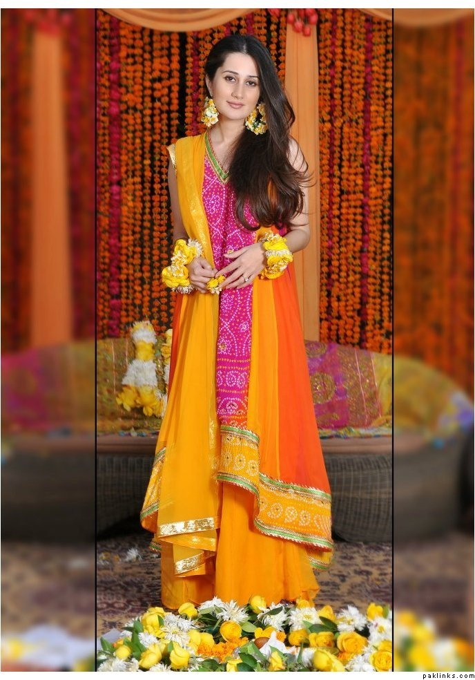 Pink & yellow mehndi outfit