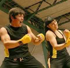 Fight Do, Mezcla Aerobico y Anaerobico Calentamiento. Boxeo. Primera etapa de Muay Thai (boxeo tailandés). Patadas (a modo de calentamiento). Primera etapa de Kick boxing (lucha). Súper box (movimientos de boxeo más rápidos). Segunda etapa de Kick boxing. Segunda etapa de Muay Thai. Trabajo localizado: realización de abdominales, por ejemplo.  Elongación y relajación, en donde se utilizan técnicas como el Chi Kung o el Tai Chi, con el objetivo de bajar las pulsaciones.