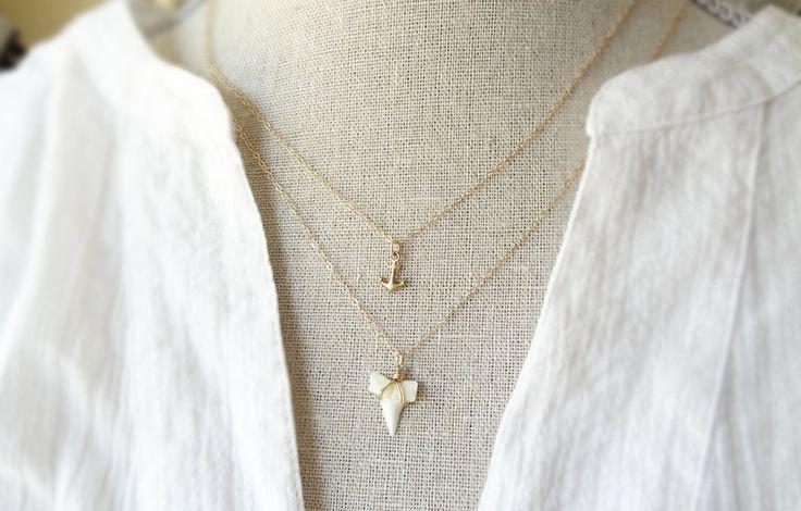Collier de dent requin - Collier - pendentif dent de requin - plage bijoux - dent de requin petit - petit requin dents collier de superposition par primlark sur Etsy https://www.etsy.com/fr/listing/238761537/collier-de-dent-requin-collier-pendentif
