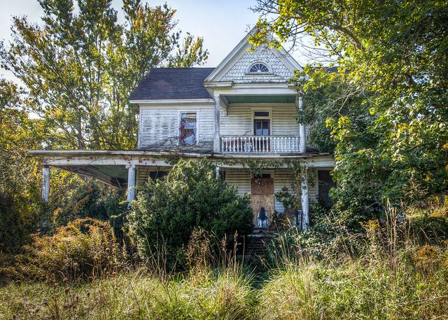 An abandoned house on Old Mill Road in Roanoke, VA.  Yep...looks haunted to me!
