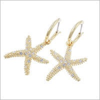 Starfish earrings made of gold plated metal, size 3.5 cm, with small encrusted clear Swarovski® Elements. Matching pendant necklace.