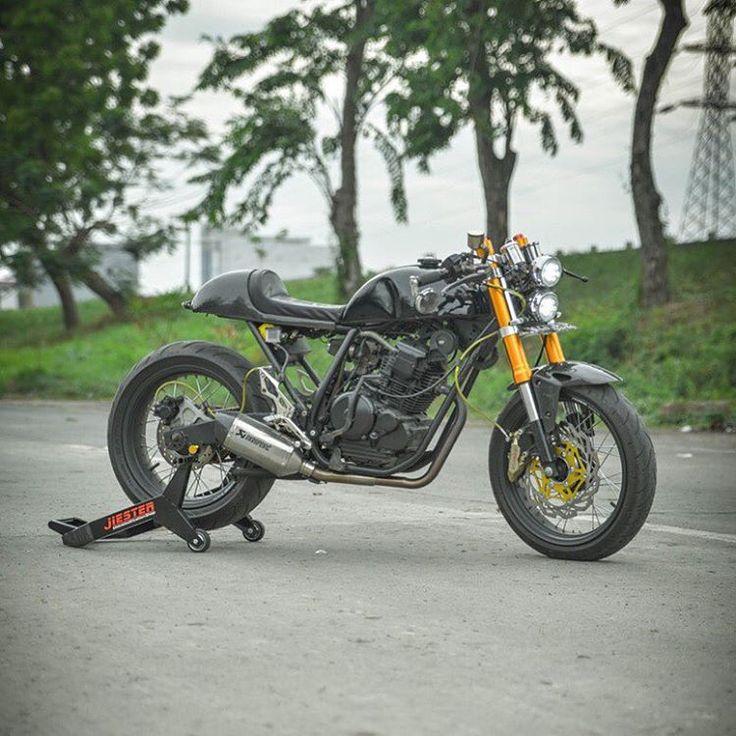 """Yamaha scoprio 225 caferacer #caferacer #caferacerxxx #caferacerporn #caferaceroninstagram #croig #dropmoto #bikersofinstagram #bikeexif #agv #bike…"""