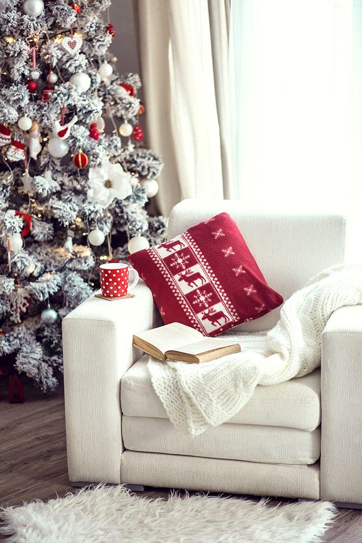 El espacio navideño en tu casa puede ser muy inspirador, sobretodo para la lectura junto a la ventana. Escoge un cómodo sillón y disfruta de un buen libro en vísperas de Navidad. #SodimacHomecenter