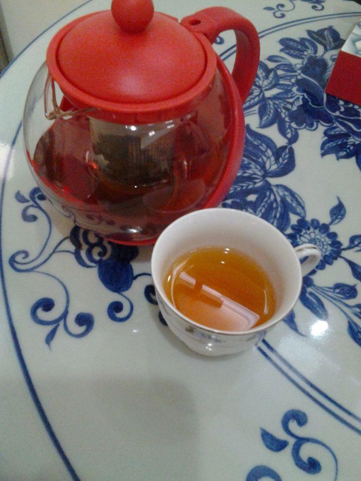 Sebaiknya minum teh tanpa gula. Tapi kalaupun harus manis gunakan palm sugar organik