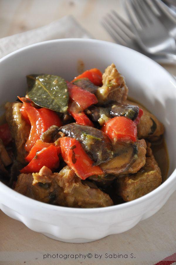 Due bionde in cucina: Spezzatino di vitello con funghi e peperoni