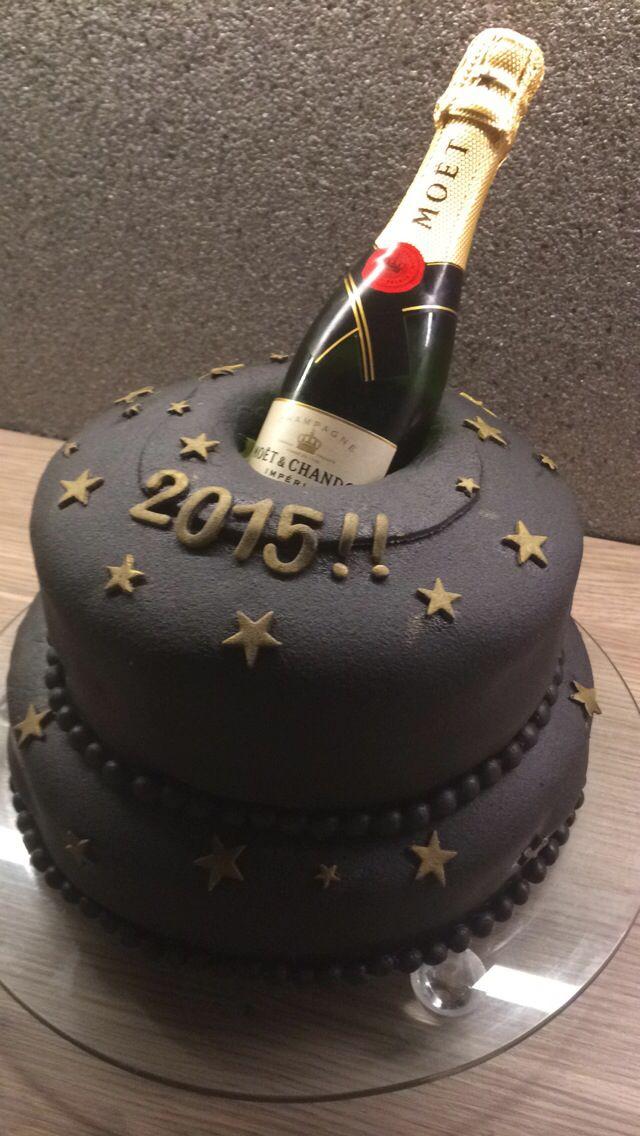 Nyttårskake #happynewyear #cake #moet