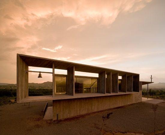 otxotorena-arquitectos-shrine-of-the-virgin-of-la-antigua-spain.jpeg (550×451)