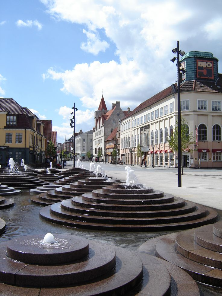 Each summer you can experience music playing from these fountains - four times a day (12 am, 3 pm, 6 pm and 9 pm). The fountains are placed in the centre of Aalborg, only 5 minutes walk from Hotel Chagall.