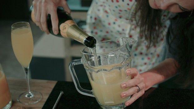 'Receitas da Carolina' - Carolina Ferraz - Episdio 02 - Bellini drinque (Foto: Reproduo / GNT)