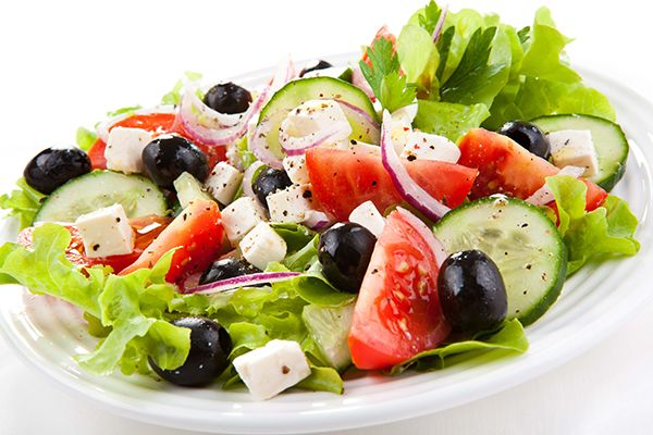 Greek salad You can't really cook? Here's some simple salad recipes for this summer