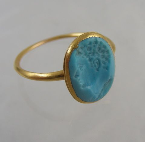 Very rare gold ring ca. 1640 set with a turquoise glass intaglio.