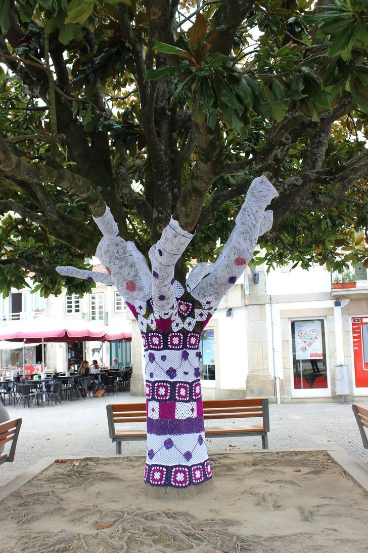 El Crochet Ha Inundado Las Calles De Un Pueblo Portugués Y El Resultado Es Pura Creatividad En 2021 Creatividad Pueblo Croché