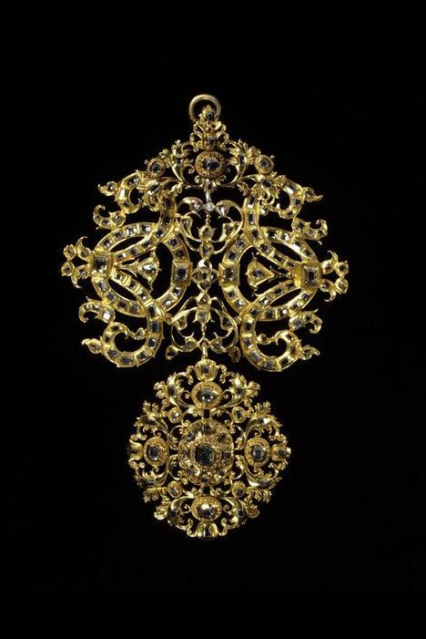 Pendant, made in Spain or Portugal in the late 17th century. Materials and Techniques: Table-cut diamonds set in scrolling, gold foliated openwork.