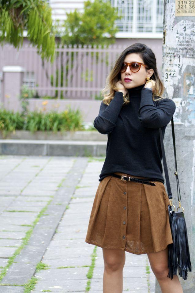 De la moda y otros demonios.: Turtleneck & suede skirt.