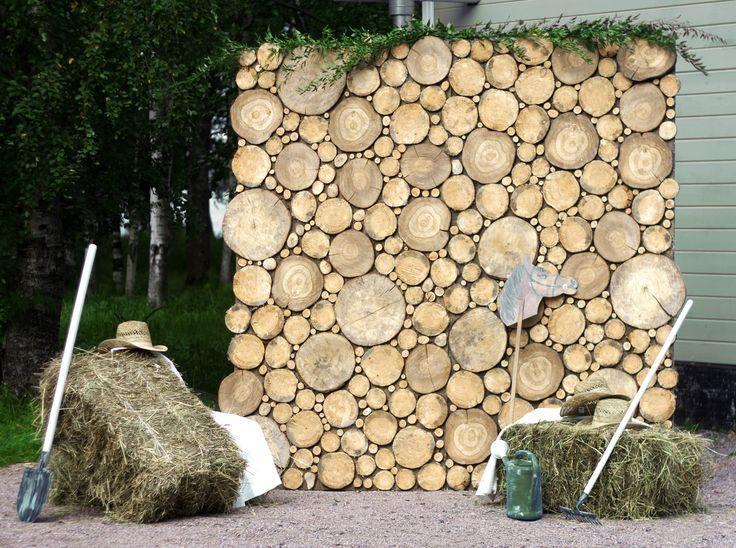 Фотозона из спилов дерева