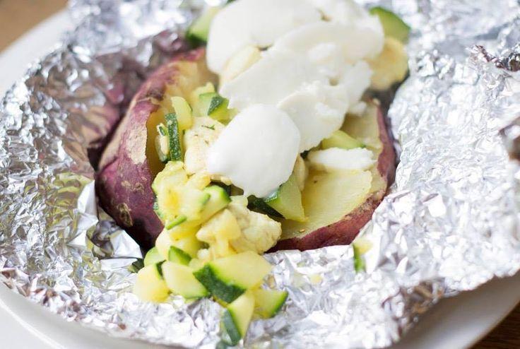 Zin om eens wat anders te doen met die zoete aardappel? Ben je de frietjes of gebakken stukjes zat? Dan zou ik zeggen; lekker poffen die…