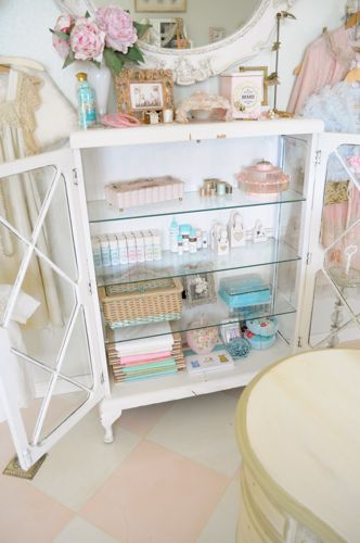 pretty little thingsInspiration Sewing, Shopping Inspiration, Romantic Boutiques, Vintage Sewing Room, Shabby Chic, Sewing Cabinets, Crafts Room, Sewing Rooms, Room Makeovers
