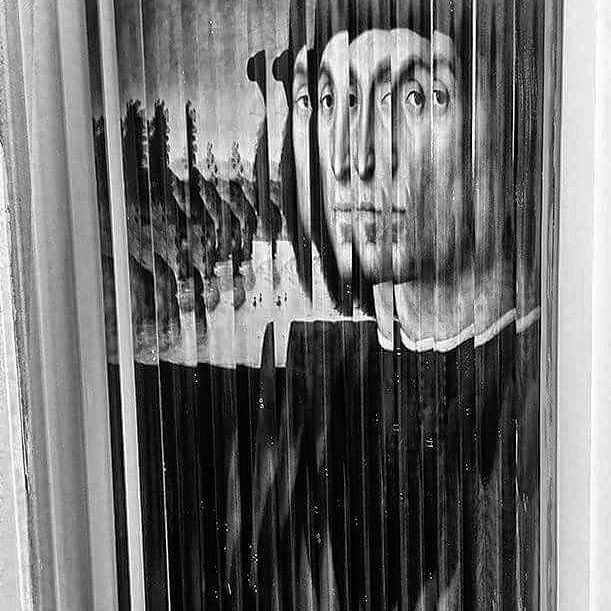 Raphael watch you #eyes #painting #portrait #raphael #glass #mindfuck #trippy #psychedelic #urbino #bw #bw_lover #blackandwhithe #black #white #multi #photography #photo #picoftheday #instagood #tbt #manumarra #phonephoto #amazing #vision #mirror #rinascimento #masterpiece #artwork #art #face