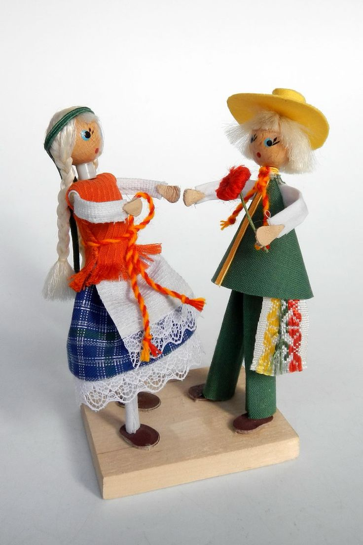 Lithuania | Dolls 'Pasimatimas' a romantic rendez-vous, two sweethearts on a date