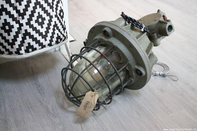 pand 83, Zwolle, bunkerlamp, industrieel, industriële lamp, leger, lamp, verlichting, Arja van Garderen fotografie & styling,