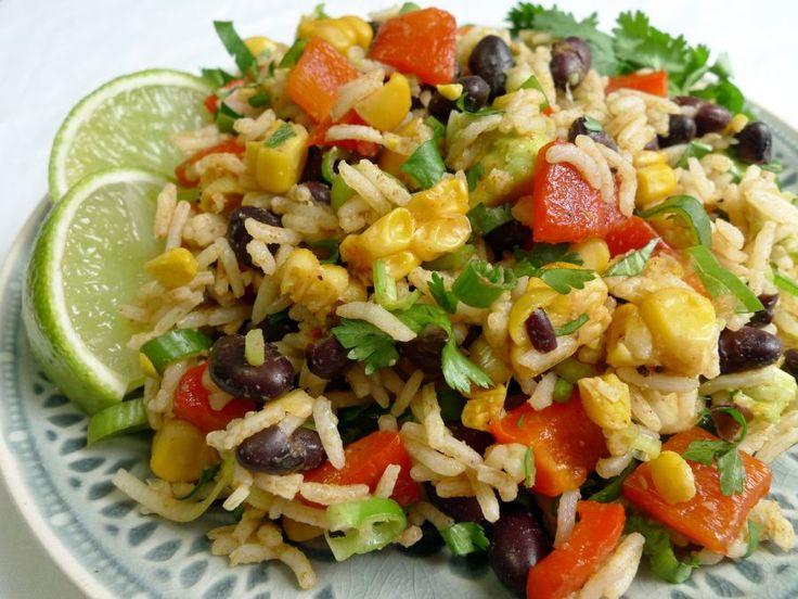 Een vegetarische Mexicaanse maaltijdsalade! Lekker pittig en met verschillende groentes zoals zwarte bonen, rode paprika en mais.    http://degezondekok.nl