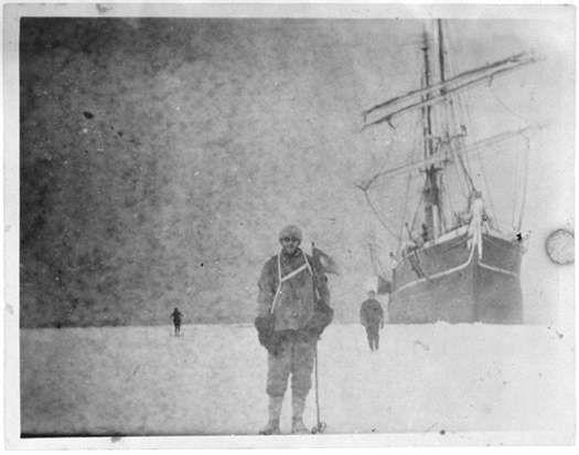 Un rullino di negativi centenario scoperto in un blocco di ghiaccio in Antartide