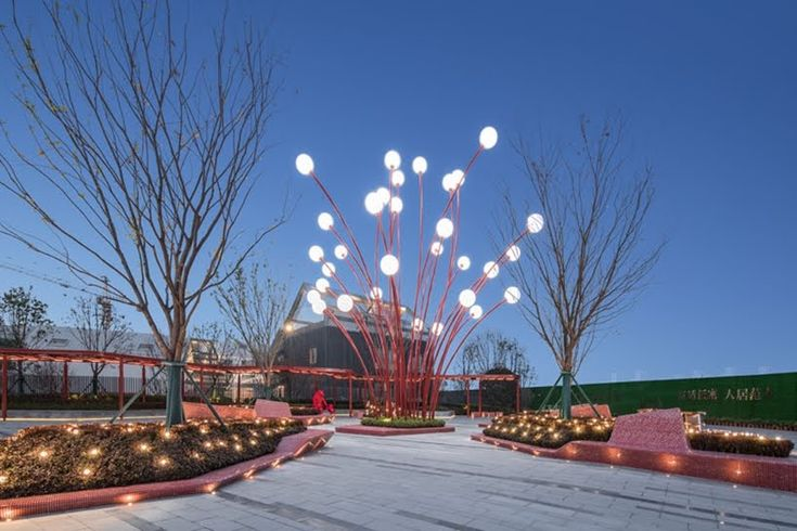 Esta escultura moderna fue inspirada por las flores de granada. #diseño #arte #arquitectura #interiorismo #tecnologia #tips #fractal_ea