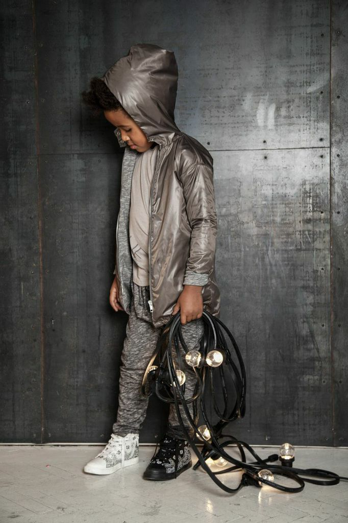 Love the metallic & mismatched shoes.