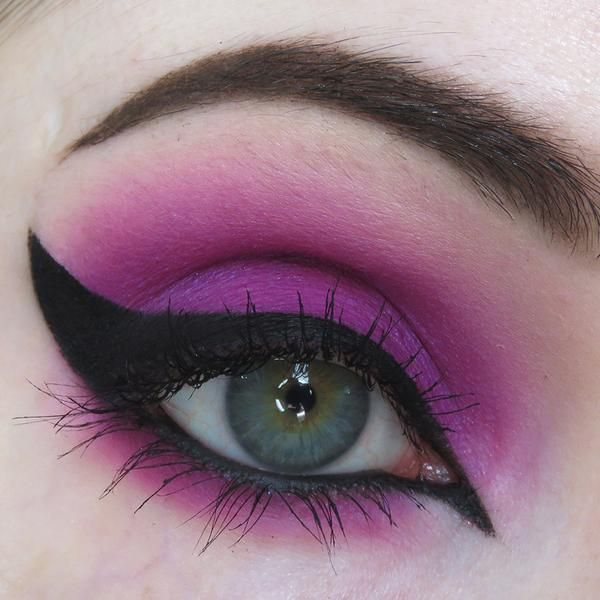 (Bright magenta-purple) Part of the Concrete Minerals line of Pro Matte Eyeshadows, an entire line designed with color-lovers in mind! Built on a deluxe base, t