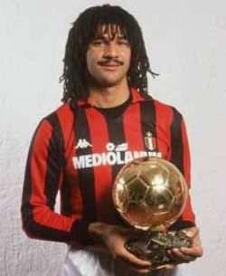 Ruud Gullit var en fremragende offensiv spiller, der primært fik slået sit navn fast i AC Milan. Ruud Gullit blev verdens dyreste spiller da Milan betalte 6 millioner pund i 1987 for ham til PSV. Den alsidige Gullit var bl.a. med i Milans ubesejrede sæson i 1991-92, og han vandt i sine 55 år i Milan, 3 mesterskaber, 2 Champions League, 2 VM for klubhold. Desuden et EM i 1988, 1 FA Cup, 3 Hollands mester, 1 Ballon d´Or og han er naturligvis med i FIFA 100.