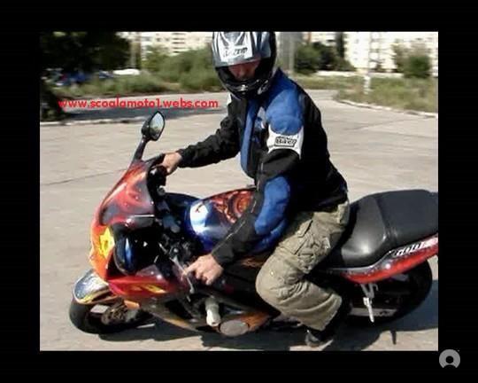 Şcoala noastra oferă cursuri de bază, personalizate sau complexe, în funcţie de standardele şi preferinţele fiecărei persoane .. Nou..Cursuri moto de perfecţionare, pentru persoane care nu stăpânesc bine motocicleta. Aceste cursuri se bazează pe știinţa şi tehnica de a conduce şi controla eficient motocicleta. Cursurile se fac în poligon dar şi pe traseu cu motocicleta ta proprie care trebuie să corespunda tehnic şi legal. #scoala #moto #motociclete #cursuri