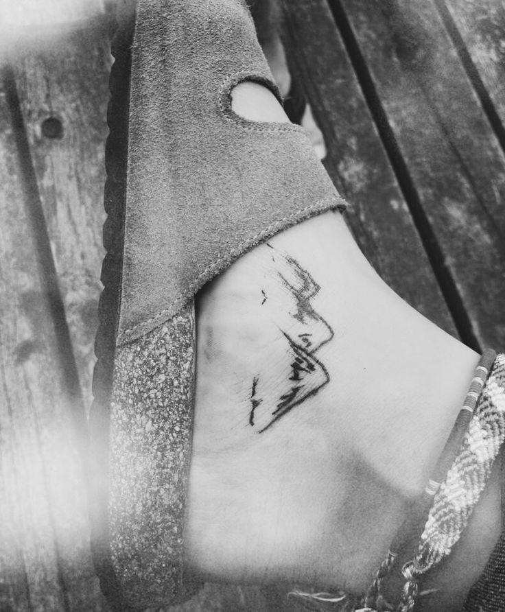 Want! Cute mountain tattoo
