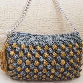 El modelo más chic de la colección de #macadamiarepublic en esta ocasión en plateado y dorado #crochet #ganchillo #handbag #handmade #hechoamano #katiayarns #bobblestitch