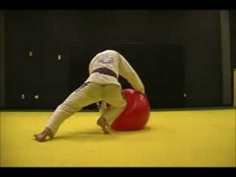 Check out this strange workout routine of a Brazilian Jiu Jitsu fighter. Probably something you have never seen before.