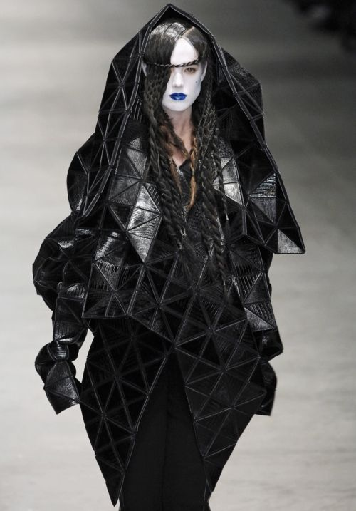 Sculptural Fashion, robe jacket with flexible geometric structure; experimental, avant garde fashion design // Gareth Pugh                                                                                                                                                     More