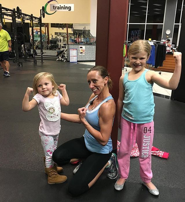 Late night workout session with my girlfriend's daughters!!! Aren't they adorable!?!? And an extra bonus tonight....I ran into a fellow FitnessModels.com member!! I 💜 Texas!!! #family #fitness #24hour #gym #npc #figuregirl #8weeksout #fitnessmodelsdotcom