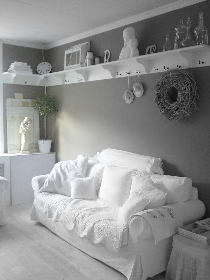 Ook een idee: alle muren grijs en dan een hoge witte plank langs de gehele lengte