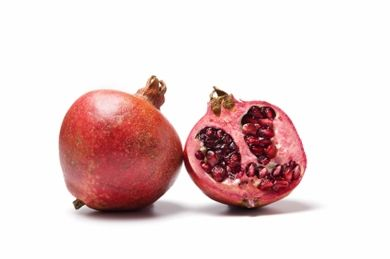 Pomegranate Seeds Pomegranate seeds contain juice rich in ellagic acid and punic alagin – two agents that fight damage from free radicals and preserve the collagen in your skin.