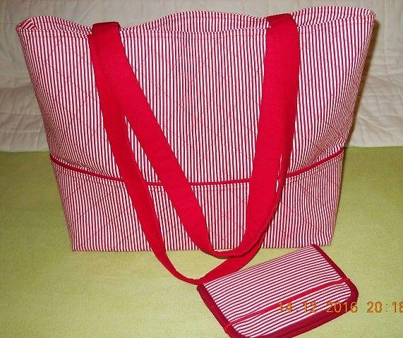 ... vánoční kolotoč pro Lojzi, taška je ušitá podle  knihy Taťany Žejdlové Šití tašek, kabelek a doplňků, pouzdro na mobil je podle Belet - Fofr pouzdro :-)