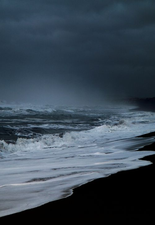0rient-express:    This morning on the beach (bySverrir Thorolfsson).