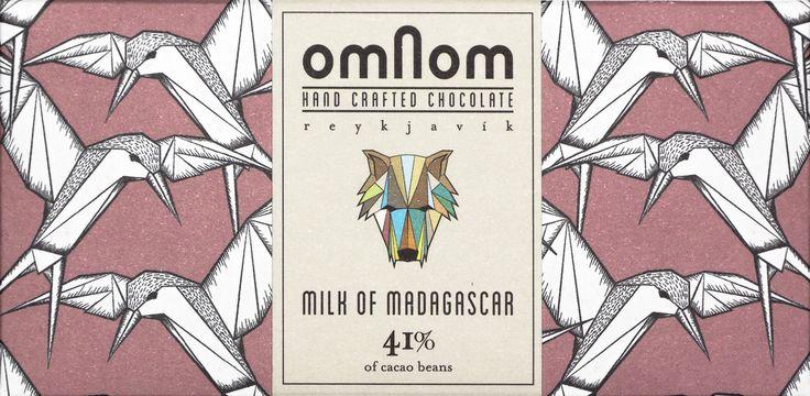 En mörk krämig mjölkchoklad från isländska Omnom med kakaobönor från Madagascar. Smaknoterna är till en synes anspråkslös maltighet som får kraft av blommiga aromer, färska kryddor och rikligt med mogna röda bär.  #Omnom #ekologisk #mjölkchoklad #mörkchoklad #Beantobar #SingleOrigin #Island #Beriksson