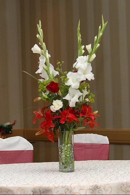 25 best ideas about gladiolus centerpiece on pinterest gladiolus wedding arrangements. Black Bedroom Furniture Sets. Home Design Ideas