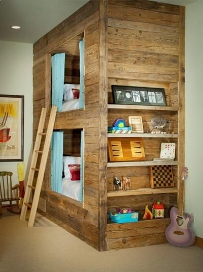 For the more ambitious pallet wood furniture designer is this bunk bed made entirely from pallet scrap! Fantastic! DIY Buy Pallet Furniture