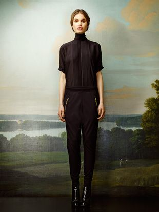 Rützou black pants with golden zippers and black blouse