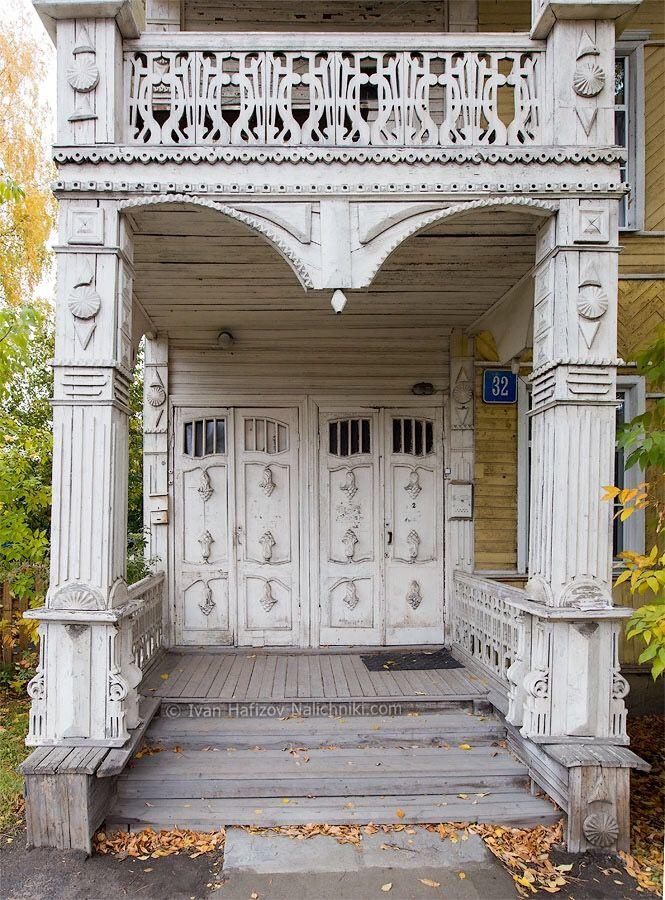 Вологодская простая деревянная дверь - http://nalichniki.com/vologodskaya-prostaya-derevyannaya-dver/