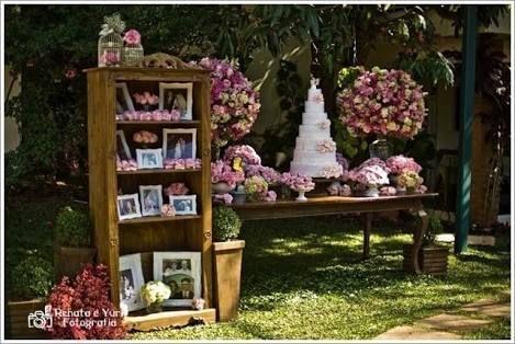 Mesa de bolo. Casamento ao ar livre