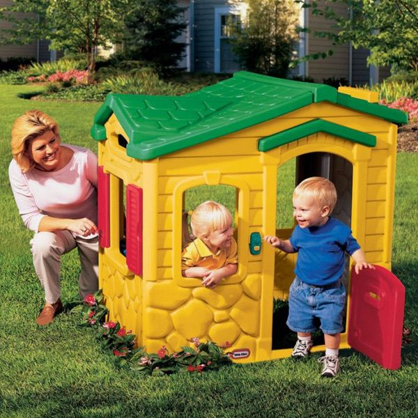 find this pin and more on casitas de juguete de plstico para exterior casas infantiles juegos para nios by indalchess